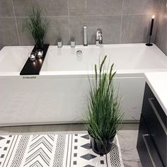 Happy Friday  Make yourself a good weekend . . For repost  #villavaldal_inspo  . . #by_villavaldal . . . . . . . . . #bathroom #interior #luxurydesign #interior4all #boligmagasinet #boligpluss #interiorinspo #bathroomdesign #interiorwarrior #mynordicroom #scandinaviandesign #interiorwife @interiorwife #modernhome #inspoweekend @hanneromhavaas @futurenordichome #delmeg @stylebymll @nyquist_home #gullfjæren @gullfjaeren