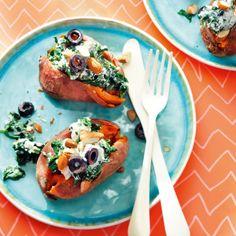 Gepofte zoete aardappel met spinaziericottavulling