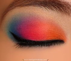 Multicolor eyeshadow. Reminds me of a sunset. Looks fun for summer time. :)
