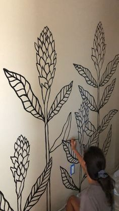 Hand Painted Floral Wall Mural - Hawaii Artist Sunny Weeks freehand paints an Interior mural in Hawaii. Wall Painting Living Room, Wall Murals Bedroom, Wall Painting Decor, Mural Wall Art, Decorative Wall Paintings, Wall Painting Flowers, Simple Wall Paintings, Diy Bedroom, Mural Floral