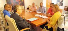 MOTRIL. La alcaldesa, Flor Almón, los tenientes de alcalde Antonio Escámez y Susana Feixas, y la concejal de Inmigración, Mercedes Sánchez, mantienen un encuentro cuyo objetivo