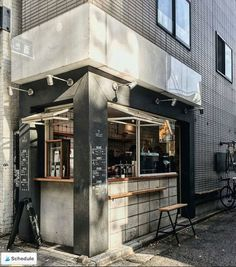 Coffee Shop Tour : About Life Coffee Brewers - La Fille à Panier Coffee Shop Japan, Japanese Coffee Shop, Small Coffee Shop, Coffee Shop Bar, Coffee Coffee, Cofee Shop, Coffee Life, Coffee Pods, Coffee Tables