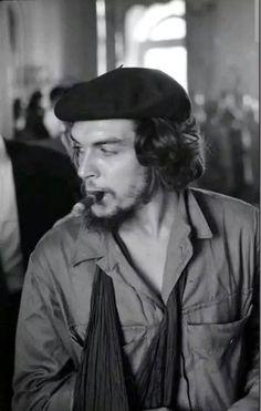 Hasta la victoria, siempre Che Guevara T Shirt, Che Guevara Quotes, Che Guevara Images, Victoria, Cuba, Ernesto Che Guevara, 18th Century Costume, Fidel Castro, Guerrilla