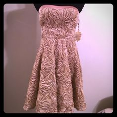 NWT-Champagne roses lace swing dress Vera Wang Sz7 New with Vera Wang dress! This dress is absolutely stunning! Sz 7 , just above-the-knee, Rose pattern throughout gorgeous strapless,  a line. Has a fuller skirt look to it! You will flip when you see this in person way prettier than the pictures! Also has a sticky part to hold the dress up in the bus so you don't have to worry about pulling it up all the time. NICE! We love those! Estate fresh, eco friendly home/ recycle packaging when can…