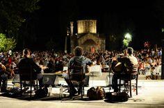 CRETAZINE - Η Κρήτη των φεστιβάλ και των πανηγυριών: Καλοκαίρι 2013  Κάθε χρόνο, με την έναρξη του καλοκαιριού, ο πολιτιστικός χάρτης της Κρήτης αλλάζει ραγδαία. Εκδηλώσεις, φεστιβάλ, πανηγύρια, παραδοσιακά γλέντια, σε ανοιχτά θέατρα, σε πλατείες, σε παραλίες, βουνά, κάμπους κι ό,τι άλλο μπορεί να φανταστεί κανείς. Φυσικά κάθε χρόνο συμβαίνει και το κλασικό φαινόμενο κατά το οποίο όλα τα ωραία πέφτουν μαζί και δεν ξέρουμε πού να πρωτοπάμε.