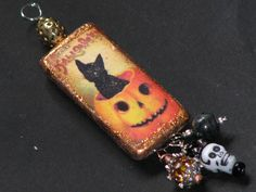 fun domino pendant by Roni @ AlteredPages Artsociates Halloween Earrings, Halloween Jewelry, Holiday Jewelry, Halloween Crafts, Halloween Ideas, Halloween Wishes, Fall Crafts, Domino Crafts, Domino Art