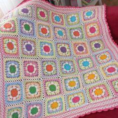 İkinci kez çok severek hazırladığım battaniye yola çıktı bile ☺ Hayırlı nurlu cumalar (ip yarnart Jeans, @cigdemtalipoglu_yarnstudio sayfasından temin edebilirsiniz , tığ 2,5 mm) #örgü#tığişi#tigisi#elisi#elişi#knit#knitting#knitter#knittersofinstagram#crochet#crocheting#crochetlover#crochetaddict#yarn#yarnaddict#battaniye#bebekbattaniyesi#blanket#babyblanket#sipariş#siparişalınır#ceyiz#ceyizhazirligi#çeyiz#çeyizhazırlığı#ceyizönerisi#çeyizönerisi#order