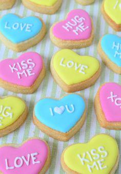 Conversation heart cookies- Harten koekjes met lieve boodschap - Laura's Bakery