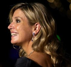 A new hairdo for Maxima --waves.