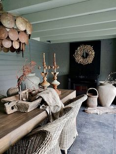 Styling at De Wemelaer part the veranda different - De Wemelaer - How to style your porch & patio! Click and find out! Simple Living Room Decor, Bohemian Living Rooms, Home And Living, Living Room With Fireplace, Living Room Chairs, English Decor, Porch Garden, Garden Deco, Indian Home Decor