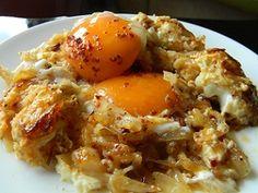 Soğanlı yumurta http://www.lezzetliyemeklerperisi.com/yumurta-yemekleri/soganli-yumurta-tarifi.html