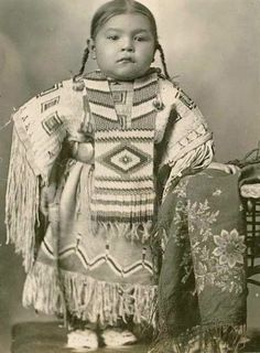 ☆ Cheyenne girl wearing an elaborate beaded dress and breastplate, Oklahoma :¦: Native by Design :¦: American Craft Council ☆ Native American Children, Native American Beauty, Native American Photos, Native American Tribes, Native American History, American Indians, American Symbols, American Baby, Black And White