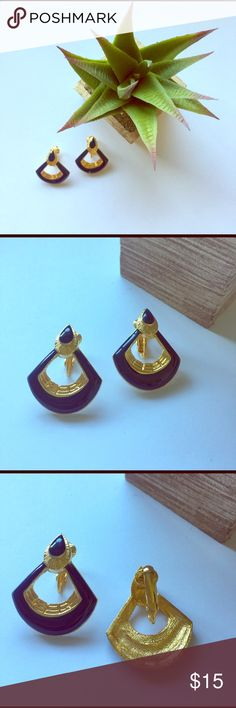 Vintage Clip On Earrings One of my favorites! Costume jewelry. In excellent condition! Vintage Jewelry Earrings