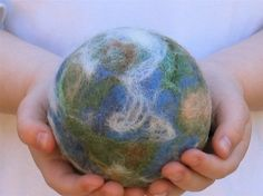 Felted Earth Ball-cozycottagecreations THIS should go worldwide! Wet Felting, Needle Felting, Kids Inspire, Map Globe, Waldorf Toys, Felting Tutorials, Felt Art, Earth Day, Felt Crafts