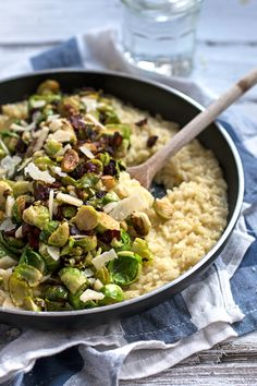 This bacon and brussels sprout risotto recipe is an easy and delicious dinner you can prepare in 30 minutes | savorynothings.com