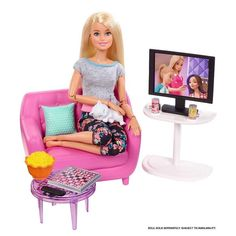 Barbie Indoor Furniture Playset, Living Room Includes Kitten, Furniture and Accessories for Movie and Game Night Barbie Doll Set, Barbie Sets, Baby Barbie, Barbie Doll House, Mattel Barbie, Diy Barbie Clothes, Barbie Stuff, Chelsea Doll, Barbie Doll Accessories