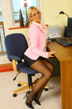 HOLLY McGUIRE Nylons, Pantyhose Legs, Office Dress Code, Black Stockings, Office Looks, Girls With Glasses, Sexy Skirt, Professional Women, Tight Dresses