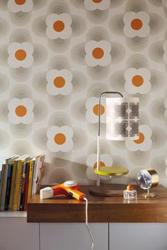 We love this retro bedroom idea using this orla kiely wallpaper design. Beige Wallpaper, Retro Wallpaper, Trendy Wallpaper, Wall Wallpaper, Pattern Wallpaper, Bedroom Wallpaper, Beautiful Wallpaper, Wallpaper Online, Orla Kiely