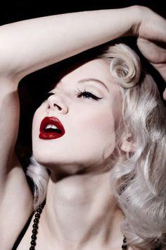 Model: Mosh - this is perfect retro bridal makeup :) LOVE! ♥AshlynnRaquel :)