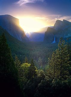 Yosemite Sunrise at Tunnel View, Yosemite National Park, California Places Around The World, Oh The Places You'll Go, Places To Travel, Places To Visit, California National Parks, Yosemite National Park, California Usa, Yosemite California, Ciel Nocturne