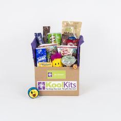 De-Stress!  As we know, student life can be stressful at times.  Exams, living away from home, breakups, makeups…..no two days are alike!  Our De-Stress kit is full of tasty treats to soothe away their worries, and some fun things to help defrazzle their minds!