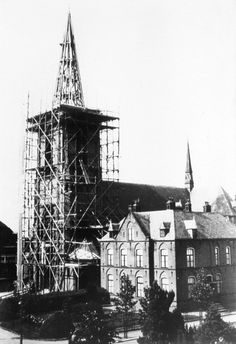 In 1934 werd de toren aan de Heilig Hartkerk gebouwd.