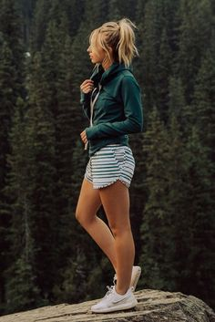 Stunning Summer Outfit Ideas For Warm Weather - Trend Camping Outfits 2020 Albion Fit, Summer Camping Outfits, Spring Outfits, Outfit Summer, Traveling Outfits, Running Outfits, Spring Shorts, Outfit Jeans, Style Outfits