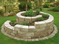 In diesem Artikel findet der Leser ausführliche Anleitung, wie man Schritt für Schritt eine schöne Kräuterschnecke bauen kann.