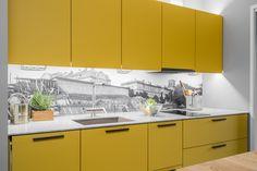 Printtilevy antaa vapauden valita minkä tahansa kuvan keittiön välitilaan. Kuvan keittiössä kunnioitetaan Turun Kakolan historiaa sisällyttämällä kuva alueen vanhasta maisemasta mäelle rakennetun uudisrakennuksen asuntoon.