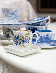 Blue and white tea cups. Chinoiserie, Tea Cup Saucer, Tea Cups, Coffee Cups, Blue And White China, Blue China, Teapots And Cups, My Cup Of Tea, Vintage Tea