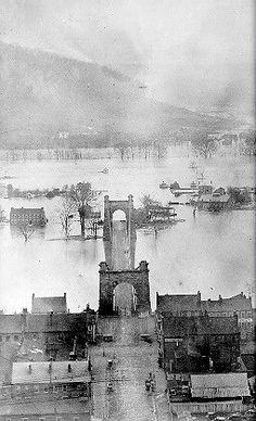 Wheeling Suspension Bridge and flooding Ohio River, 1852 West Va, Le Far West, Old Pictures, Old Photos, Vintage Photos, German Village Columbus Ohio, Cedar Point Ohio, West Virginia History, Virginia Studies