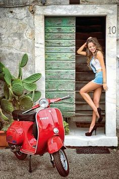 Scooter and Vespa Girls Pangels Best Mix Vespa Ape, Piaggio Vespa, Lambretta Scooter, Vespa Scooters, Scooter Motorcycle, Motorcycle Girls, Vespa Girl, Scooter Girl, Cars Motorcycles