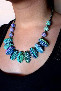 Polymer Clay Collier Smaragd und Lavendel. von SilviaOrtizDeLaTorre