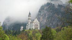 Kasteel Neuschwanstein in de wolken