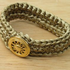 Gold on Gold Vintage Wheel Bracelet - crocheted with satin ribbon...must try this one out :)