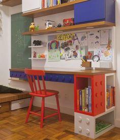 Mesa Lego projetada especiamente para nosso mini cliente! Marcenaria funcional e divertida! Matéria completa na revista @natocadesign #hanalernerarquitetura parceria @ninamoraesdesign