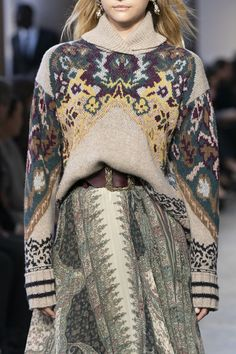 Visual Merchandiser, styling and still life designs Etro at Milan Fashion Week Fall 2019 - Details Runway Photos Urban Fashion, High Fashion, Fashion Show, Fashion Looks, Fashion Outfits, Fashion Design, Knitwear Fashion, Knit Fashion, Womens Fashion