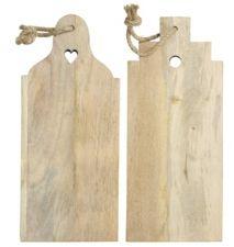 Broodplank in de vorm van trapgevel en klokgevel van hout aan stoer touw