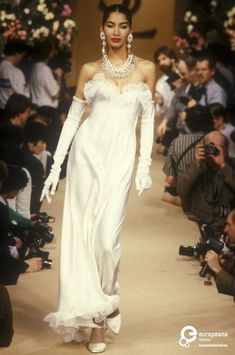 Find out more on Europeana Fashion Week, 90s Fashion, Runway Fashion, High Fashion, Fashion Show, Vintage Fashion, Fashion Outfits, Fashion Design, Style Année 90