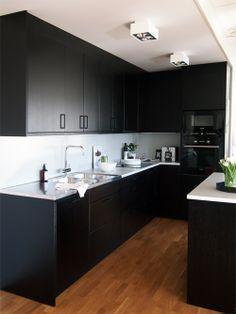 Hitta hem - Kista Torn, svart kök