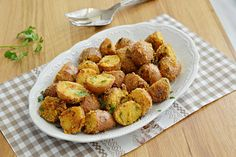 תפוחי אדמה קטנים בתנור בציפוי פריך של פירורי לחם (צילום: אפרת סיאצ'י)