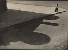 Paul Strand People, Streets of New York, 83rd and West End Avenue 1916 Platinum print Image: 24.2 x 33 cm National Gallery of Art, Washington, Patrons' Permanent Fund, 1990 https://artblart.com/tag/paul-strand/
