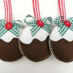 (via Crafty so-and-so / Figgy Pudding Felt Decorations. Magical Christmas, Christmas Love, Handmade Christmas, Christmas Things, Christmas Ideas, Merry Christmas, Christmas Sewing, Christmas Crafts, Felt Decorations