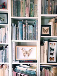 Bookshelf styling on pinterest bookshelves shelves and for Design apartment jordaan