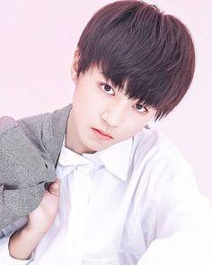 早安  #王俊凯 #王俊凱 #boyband #karrywang #karry #wjk #wangjunkai #TFBOYS #teen #cute #cool #sweet #visual #handsome #chinese #hot #singer #actor #boy…