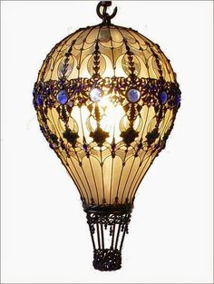 Beautiful antique-looking hot air balloon lamp/light fixture Steampunk Crafts, Steampunk Design, Steampunk Lamp, Light Bulb Art, Light Bulb Crafts, Bulb Lights, Recycled Art, Hot Air Balloon, Decoration