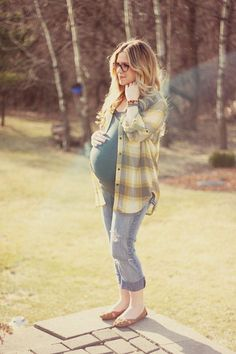 casual maternity style: open plaid top with fitted top under Cute Maternity Outfits, Fall Maternity, Stylish Maternity, Pregnancy Outfits, Maternity Fashion, Cute Outfits, Maternity Clothes Spring, Maternity Styles, Maternity Swimwear