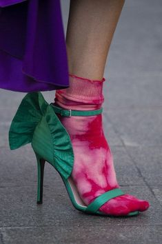 Walk In My Shoes, Me Too Shoes, Socks And Heels, Ankle Socks, Fashion Shoes, Milan Fashion, Shoe Boots, Shoe Bag, Warm Weather Outfits