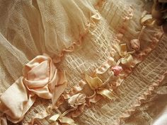 Sublime vintage silk baby bonnet  --  #Lorelei Vintage  --  #Lorelei White --  #Lorelei Skirt DeTale