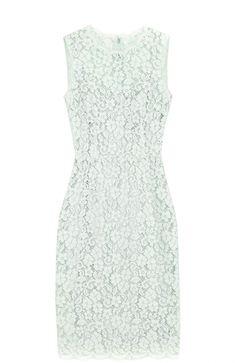 Женское светло-зеленое приталенное кружевное платье без рукавов DOLCE & GABBANA — купить за 120500 руб. в интернет-магазине ЦУМ, арт. 0102/F65V6T/FLMY1
